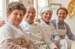 DREI GENERATIONEN UM DAS EIS VEREINT: Nicholas, Toni, Rosie und Toni Manusé (v. l.) wollen ihr Bio-Eis unter der Marke GelatioMio bundesweit vermarkten. Das Franchise-Konzept steht, Filialen in Hamburg, Stuttgart und München sind in Planung